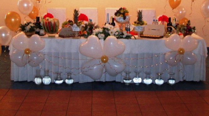 Как украсить своими руками зал шарами на юбилей